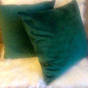 2 Forest Green Square Velvet Throw Pillows Set